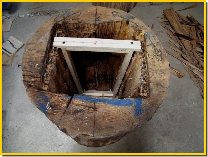ruche construction avec un tronc d 39 arbre. Black Bedroom Furniture Sets. Home Design Ideas