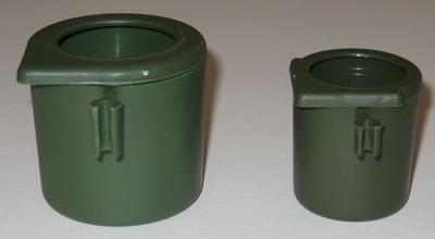 gobelet en plastique pour cages grive abrevoirs ou pots plastique cage grive. Black Bedroom Furniture Sets. Home Design Ideas