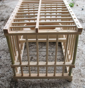 cages grives cage grive appelant en bois cage grive. Black Bedroom Furniture Sets. Home Design Ideas